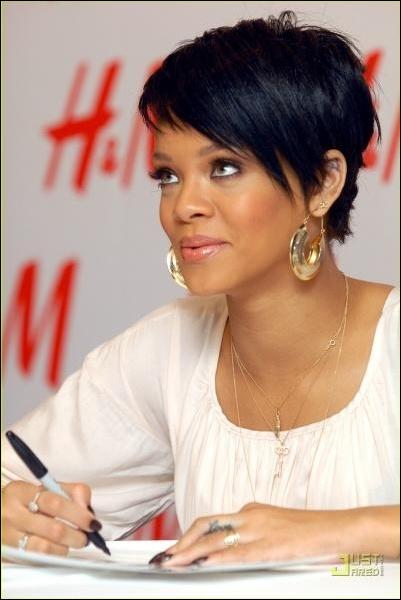Quelle association Rihanna a-t-elle fondée ?
