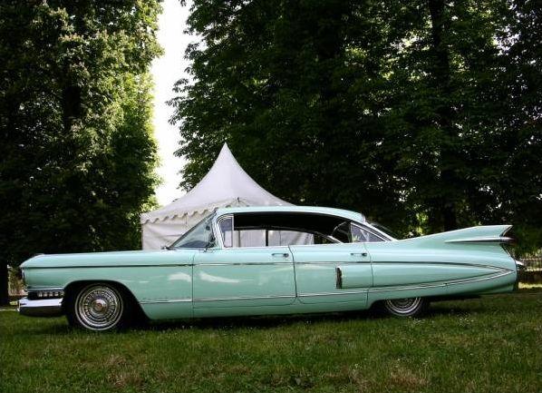 Une photo, une voiture de luxe
