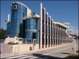Dans quel site des Bouches-du-Rhône se trouve l'un des plus importants centres de recherche et de développement sur l'énergie nucléaire en Europe ?