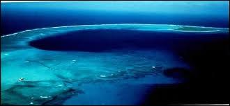 Quel atoll a été pulvérisé par les expériences nucléaires américaines de 1946 à 1958 ?