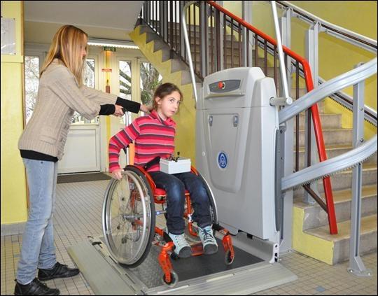 En quelle année fut promulguée la loi pour l'égalité des chances, la participation et la citoyenneté des personnes handicapées ?