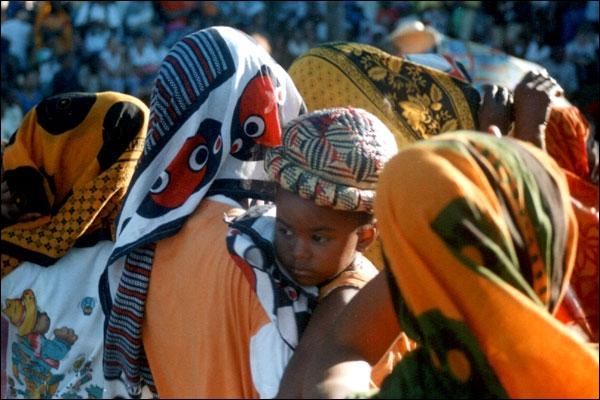 Wawé dé Tama yangou, Maecha yangou dé wawé . . est ce que dit maman en shimaoré à son bébé. Où est née cette vie en qui elle place tout son espoir ?