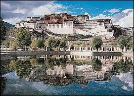 1950, les troupes chinoises font leur entrée au Tibet. Quelle est sa capitale ?
