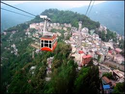 Envahi par les Anglais puis les Indiens, Le Sikkim a pour capitale...