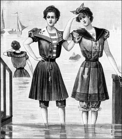 La mode de cette époque se caractérisait par des volutes, des fanfreluches, une extrême féminité. Je doute cependant que le costume de bain fût pratique. A quelle époque en situez-vous la mode ?