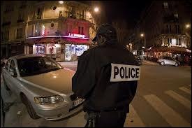 Quel humoriste français a dit :   L'avez-vous remarqué ? ... Quand on roule, on n'a jamais de contraventions. C'est toujours quand on s'arrête…  ?