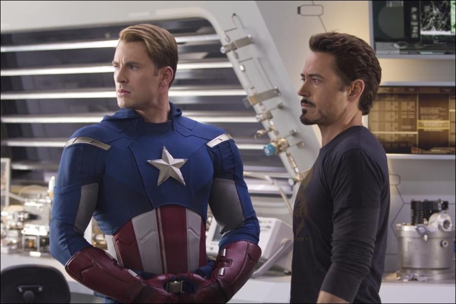 Pour terminer, sur la photo ci-contre, on peut voir Robert Downey Jr aux côtés de Chris Evans dans un film pour le moins. . marvelique ! Quel est-il ?