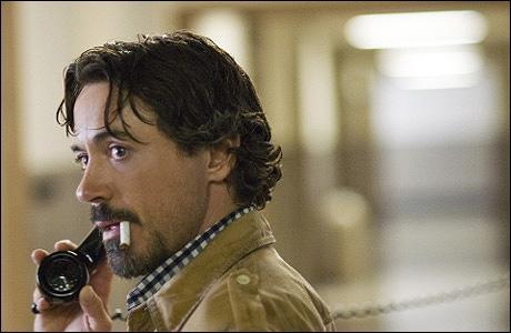 Sur cette photo, il joue sous le nom de Paul Avery dans un film de David Fincher.