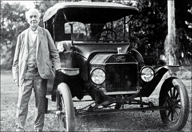 Je fus la première voiture de série au monde. Qui suis-je ?