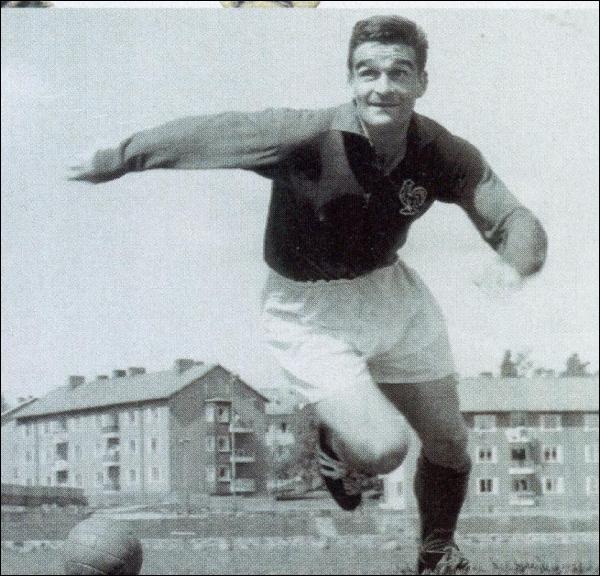Quel était le prénom de Piantoni, cet attaquant qui fit partie de l'équipe de France de football de 1952 à 1961 ?