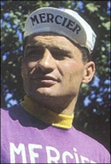 Sans jamais avoir endossé le maillot jaune sur un Tour de France il monta pourtant huit fois sur le podium (3 fois second et 5 fois 3ème). Quel grand Tour Raymond Poulidor a-t-il remporté en 1964 ?