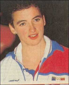 Spécialiste du crawl et de la nage papillon, elle fut médaillée de bronze aux JO de Séoul, en 88, et cinq fois championne de France grand bassin. Elle s'appelle :