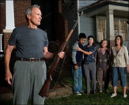Clint Eastwood n'est pas seulement acteur, c'est aussi un excellent réalisateur. Sur la photo ci-contre, il a joué dans le film qu'il a réalisé. Quel est ce film ?