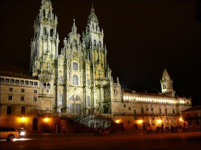 Dans quel pays se trouve cette célèbre cathédrale ?