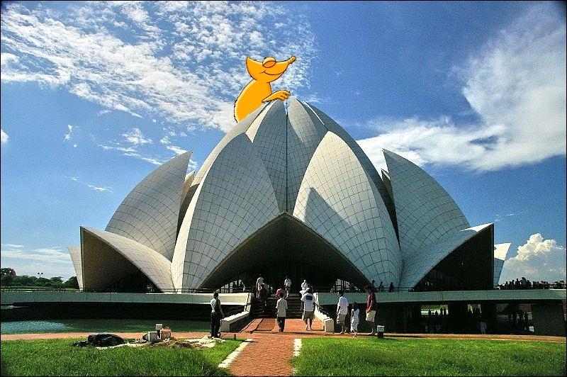 Voici un bien étrange édifice que celui du Temple du Lotus. Non, vous ne rêvez pas, ce n'est pas un album de Tintin mais bien un monument situé dans la capitale indienne. Où est donc notre ami ?
