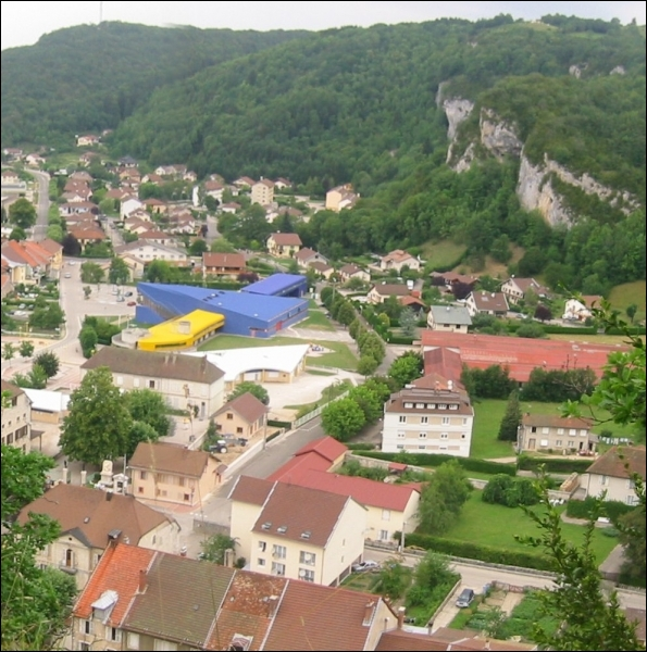 Quel est ce village de Franche-Comté, essentiellement connu pour être la capitale du jouet en bois ?
