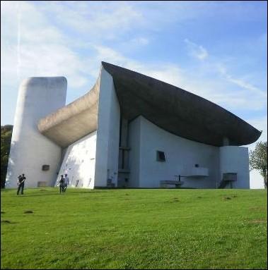 Quel architecte est le créateur de la chapelle de Notre-Dame-du-Haut à Ronchamp ?