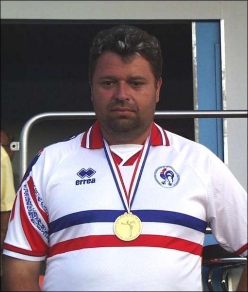 Philippe Quintais totalise 12 titres de champion du monde dans un sport qui regroupe plus de 300 000 licenciés en France mais n'est pas reconnu comme sport olympique. Il s'agit :