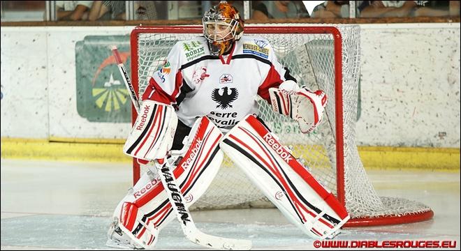 Ronan Quemener est le gardien de but actuel de l'équipe de hockey sur glace des  Diables rouges de Briançon . En comptant le gardien, de combien de joueurs se compose une équipe de hockey ?