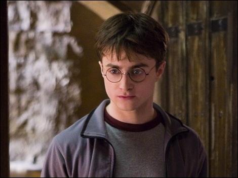 """Dans """"Harry Potter et le Prince de sang-mêlé"""", Harry Potter reçoit une insigne du :"""