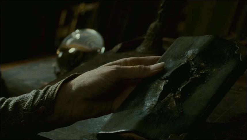 """Dans """"Harry Potter et la Chambre des secrets"""", à qui appartenait le journal de Tom Jedusor avant qu'il n'arrive à Poudlard ?"""