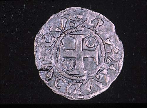 La monnaie est depuis longtemps le nerf du commerce. Voici une pièce d'argent frappée et trouvée à Mantes-la-Jolie. Elle se nomme :