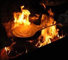 Omelette soufflée additionnée de crème fraîche. Le blanc et le jaune ont été battus séparément. Cuire à feu vif.