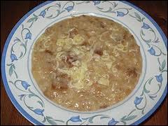 Pour accommoder les reste de pain rassis : simple soupe faite d'eau, de pain, de beurre et d'un jaune d'oeuf.
