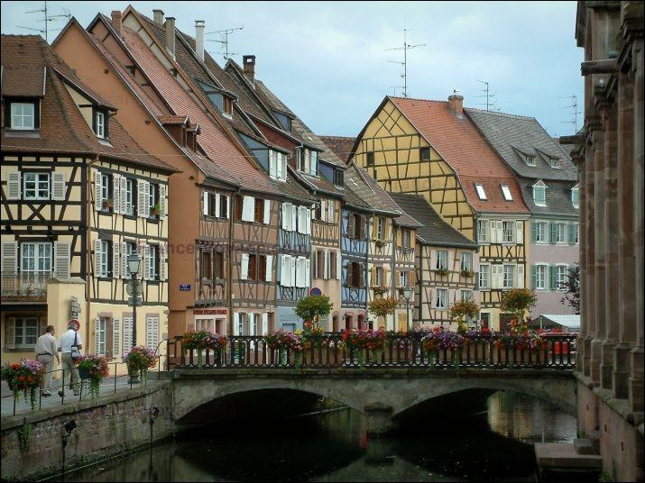La ville est traversée par un réseau de rivières toutes affluents de la Lauch qui elle-même se jette dans l'Ill. Un de ses quartiers est appelé :
