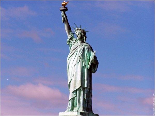 Beaucoup de personnalités sont originaires de cette ville dont Auguste Bartholdi à qui on doit la statue de la Liberté mais également :