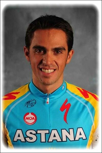 Vainqueur de 2 vuelta, 2 Giro et de 3 tour de France, ce coureur est le seul des années 2000 à s'être imposé sur les trois grands tours . Qui est-ce ?