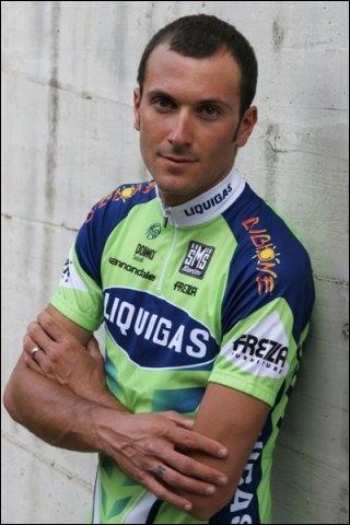 Vainqueur de deux Giro, en 2006, chez la CSC et 2011 chez Liquigas. Malgré bon nombre de participations au tour de France, je ne l'ai jamais remporté. Qui suis-je ?