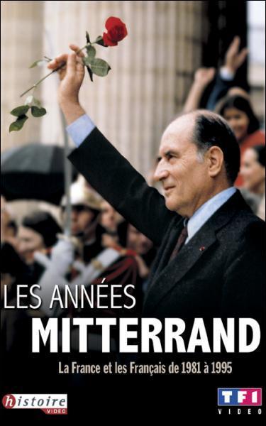 Lors de l'arrivée de François Mitterand au pouvoir en 1981, quel mesure ne prend-il pas ?