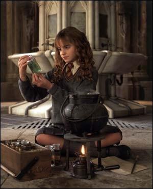 Quelle potion Hermione prépare-t-elle dans les toilettes pour filles ?