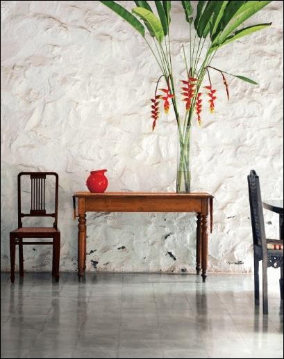 Toute la simplicité et la splendeur des fleurs exotiques, pour ce bouquet aux longues tiges et feuilles, composé de ?