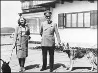 Quel sort Hitler a-t-il réservé à sa chienne Blondi ?
