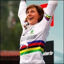 Emmeline Ragot est 4 fois championne de France, ainsi que championne du monde 2009 et 2011, après l'avoir été en catégorie junior en 2001 et 2003. Dans quelle discipline ?