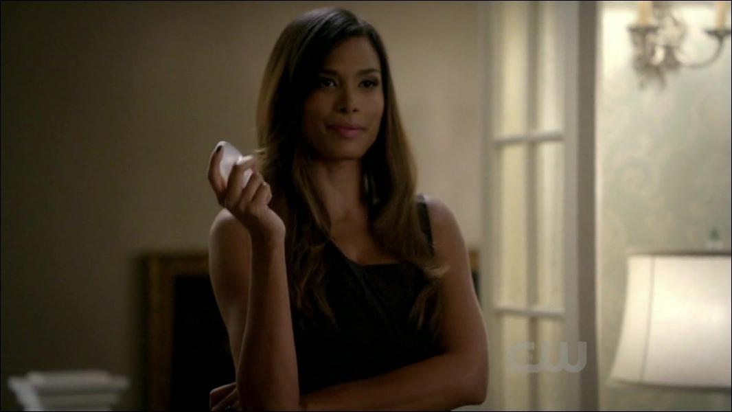 Dans la même série, lors de la saison 2, Bonnie rencontre une sorcière nommée Lucy qui est :