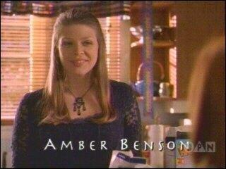 Dans  Buffy contre les vampires , de quoi meurt Tara ?