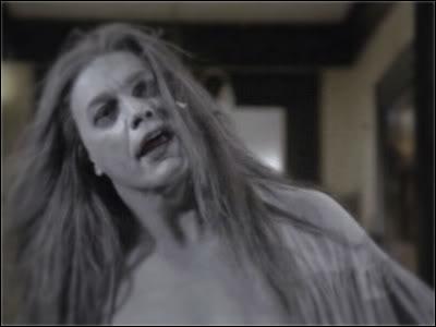Et dans  Charmed , quelle soeur meurt suite à l'attaque du démon Shax ?