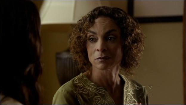 Passons maintenant aux séries, de quoi meurt Sheila Bennett (la grand-mère de Bonnie) dans  The Vampire Diaries  ?