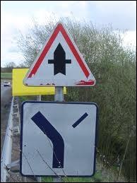 Je tournerai à droite à la prochaine intersection.