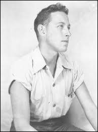 En vingt-quatre ans, dix-neuf pièces de lui furent créées à Broadway. Il a remporté le prix Pulitzer 2 fois en 1948 et 1955. Il vécut à Key West. C'est :