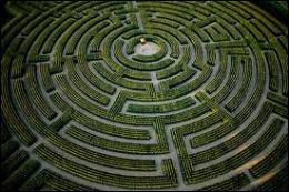 Lequel de ces héros parvint à sortir du labyrinthe ?