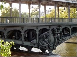 Quel pont a la particularité de permettre le passage des voitures et du métro (ligne 6) ?