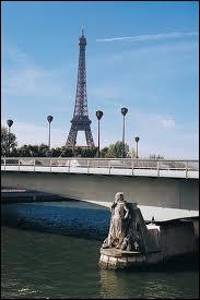 Quel pont est très célèbre pour sa statue de zouave permettant d'apprécier les crues de la Seine ?