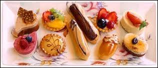Quel est le nom de cette spécialité pâtissière d'Europe centrale faite d'une fine pâte roulée fourrée de pommes à la cannelle et de raisins secs ?