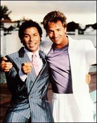 Crockett (Don Johnson) et Tubbs (Philip Michael Thomas) sont deux flics au soleil ...