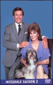 Jonathan et Jennifer, les justiciers milliardaires sont accompagnés de Max et de leur adorable chien Février.
