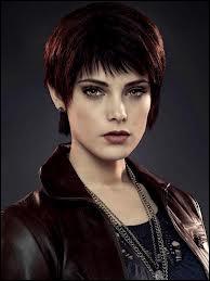 Trouvez les bonnes affirmations concernant Alice Cullen.